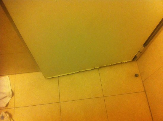 Gran Hotel Argentino: puerta del baño
