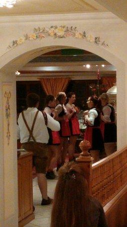 Falkensteiner Hotel & Spa Falkensteinerhof : Ballerine tirolesi
