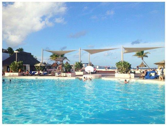 Club Med Cancun Yucatan: Pool area