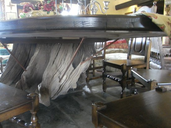Lawcus Farm Guest House : Gorgeous table Marc made