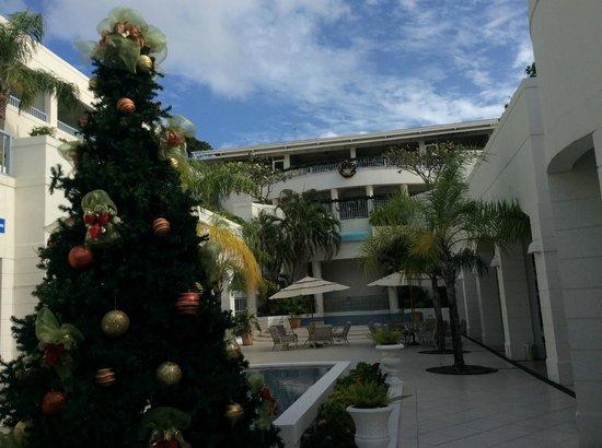 Savannah Beach Hotel: the courtyard at the Savannah