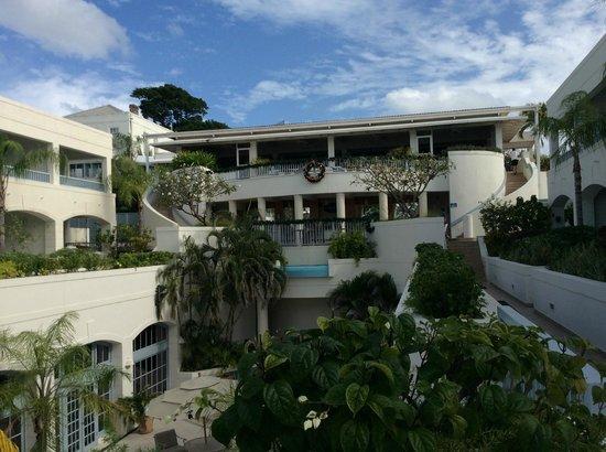 Savannah Beach Hotel: hotel and courtyard