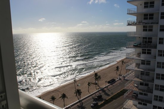 The Westin Beach Resort, Fort Lauderdale : Westin's beach area