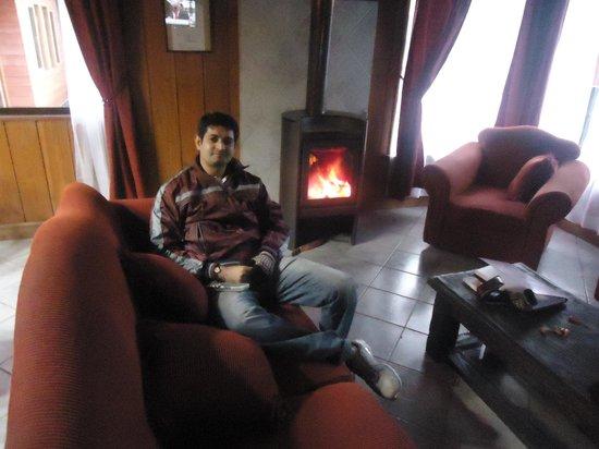 Hostal el Nogal Pucon: warming at fireplace