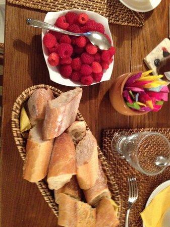 La Ferme du Pressoir : Odile picked raspberries from the garden each morning
