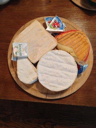 La Ferme du Pressoir : Delicious Normandie cheese for breakfast