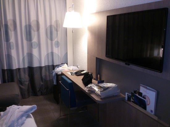 Novotel Fontainebleau Ury : Bureau dans la chambre