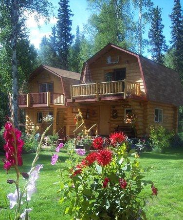 Riverbend Log Cabins & Cottage Rentals: Chinook & Sourdough Cabins