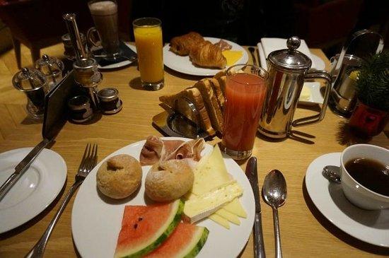 Apex Temple Court Hotel: Unser Frühstück: Gut, aber zu teuer