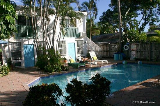 15 FTL Guesthouse : Enjoying the sun