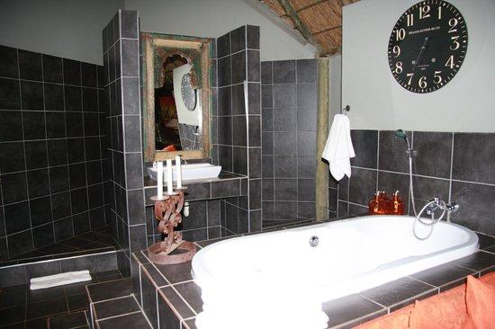 Little Eden Guest Lodge: Badbereich Suite Nr. 10