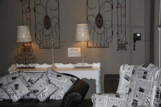 Little Eden Guest Lodge: Loungebereich