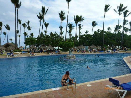 Sirenis Punta Cana Resort Casino & Aquagames: Piscine immense vue du côté Cocotal