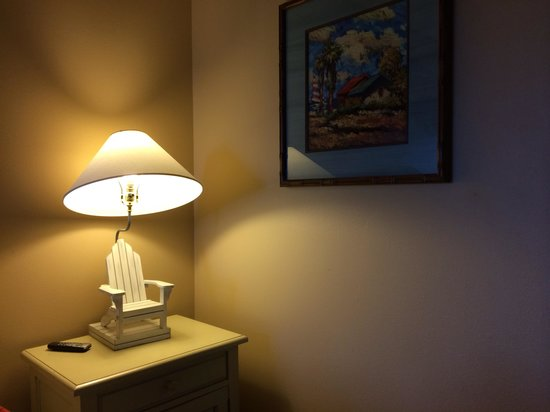 Morro Shores Inn & Suites: King bed room