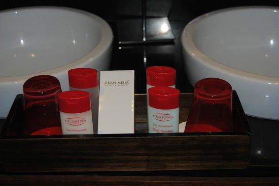 Gran Melia Palacio de Isora Resort & Spa: detalles en el baño