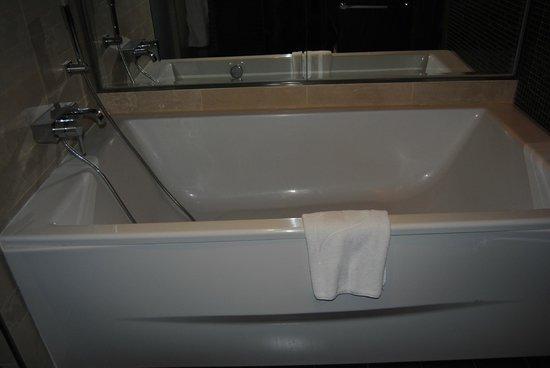 Gran Melia Palacio de Isora Resort & Spa: bañera enorme
