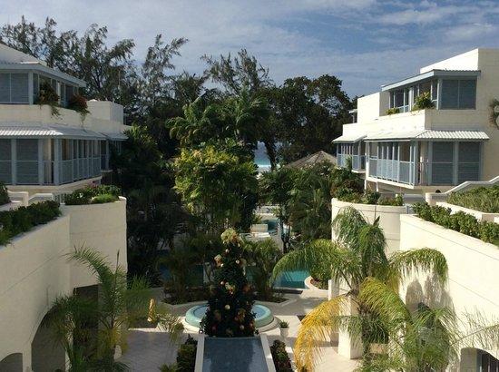 Savannah Beach Hotel: Hotel looking down from Rachel's towards the Beach