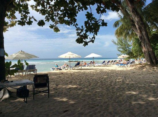 Savannah Beach Hotel: Looking at Beach from Drifters