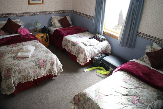 Settlers Cottage Motel: une chambre du cottage
