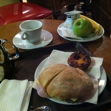 Brown's Downtown Hotel: browns cafe for breakfast