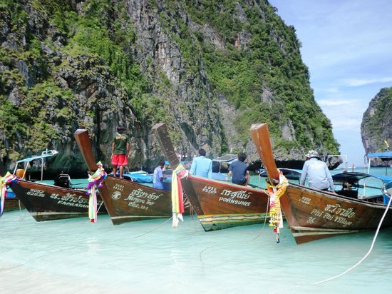 Phi Phi Islands : Typical wood boat