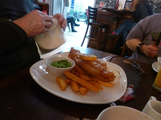 The Mad Bishop & Bear: haddock and chips