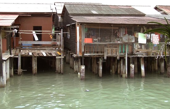 Clan Jetty Heritage Home: surrounding traditional houses