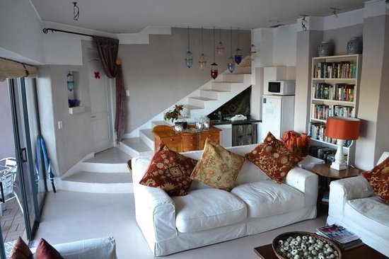 Absolute Beach Accommodation: Living room