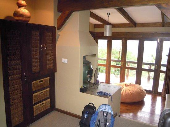Hog Hollow Country Lodge: dettaglio del caminetto