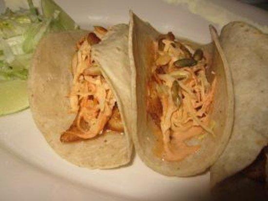 Layla's Restaurante: Fish Tacos