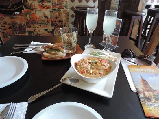 Cafe Vinilo: Ceviche, Osteones e Pisco Sour