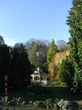 BEST WESTERN Limpley Stoke Hotel : In the garden of hotel