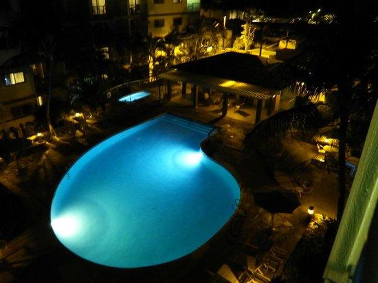 WorldMark Kona: Night time pool from our lanai
