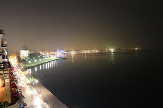 Daios Luxury Living: Вид с балкона вечером