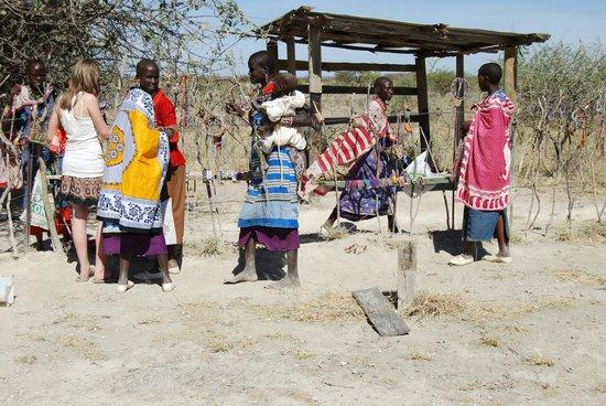 Olorgasailie : Masai women selling their wares