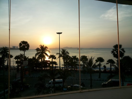 A-One The Royal Cruise Hotel: Sunrise Scenery from Room