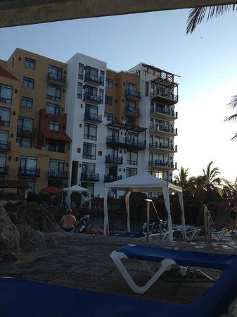 El Cid Marina Beach Hotel: Habitaciones desde la zona de albercas