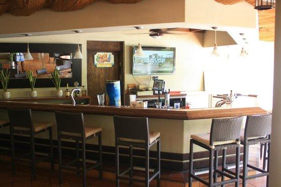 Talk of the Town Hotel & Beach Club: Bar