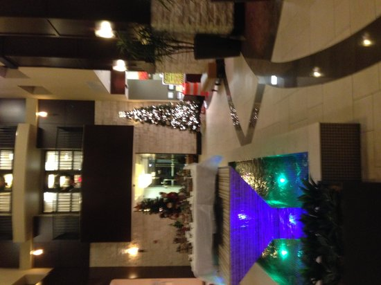 Embassy Suites by Hilton Savannah Airport: Beautiful reception area