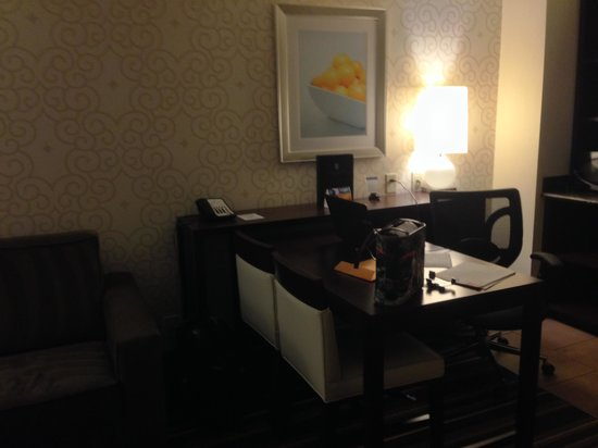 Embassy Suites by Hilton Savannah Airport: Nice work area