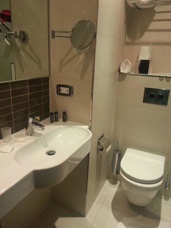 The Westbridge Hotel: Modern bathroom