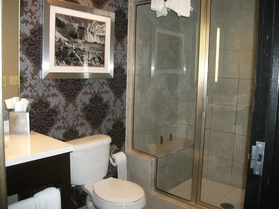 The Giacomo: Bath area in room 603