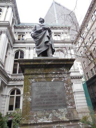 Ruth's Chris Steak House : Josiah Quincy Statue