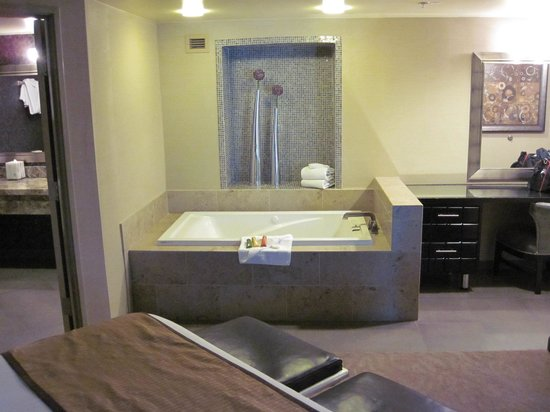 Sam's Town Hotel and Gambling Hall: Sam's Town suite tub