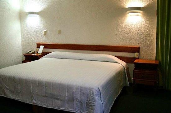 Hotel & Suites Campestre Morelia: HABITACION 106