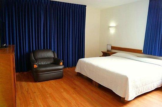 Hotel & Suites Campestre Morelia: HABITACION 102