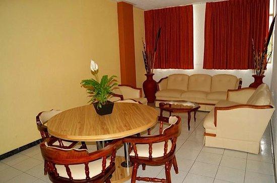 Hotel & Suites Campestre Morelia: SALA COMEDOR 101