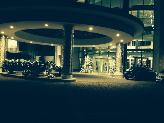 Conrad Algarve: Front entrance at Christmas