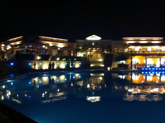 Aldemar Knossos Royal : Hotel at night