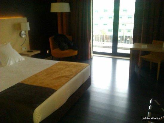 Mercure Braga Centro: habitacion ,vista al  balcón
